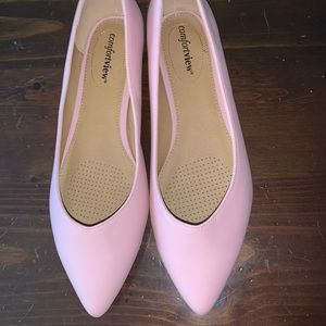 NWOT pink, pointed toe flats.